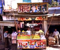 インド オールドデリー ジューススタンド