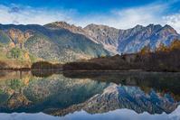 長野県 上高地 大正池の水鏡