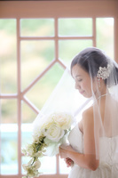 結婚式 洋装の新婦 イメージ