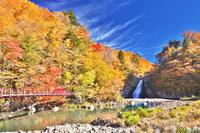 秋田県 秋の法体の滝