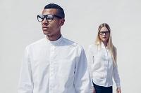 白シャツの外国人カップル