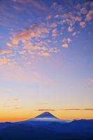 山梨県 櫛形山林道より富士山と朝焼け