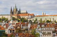 チェコ プラハ 聖ヴィート大聖堂と家並