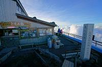 山梨県/静岡県 富士山本八合目の山小屋と浅間大社境内の碑
