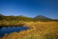 青森県 睡蓮沼と八甲田山連峰