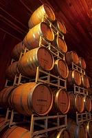 アメリカ カリフォルニア州 高く積まれたワイン樽