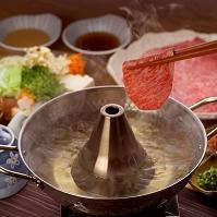 牛しゃぶ肉を鍋に入れる