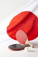 日本国旗と卓球のラケットとボール