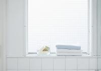 窓辺の石鹸とタオル