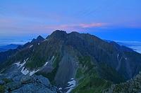 長野県 南岳から夜明けの穂高岳