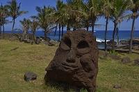 チリ イースター島 ハンガロア付近にある初期のモアイ像