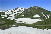 北海道 大雪山 黒岳から見る黒岳石室と北鎮岳と凌雲岳