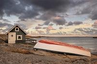 スウェーデン 海岸の小屋とボート