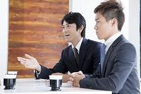 交渉中の日本人ビジネスマン