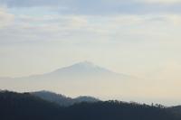 京都府 霧に霞む比叡山と山並み