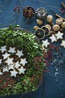 クリスマスリースとお菓子