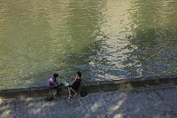 セーヌ河畔のカップル