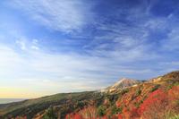 福島県 磐梯吾妻スカイラインから望む吾妻小富士と天狗の庭の紅葉