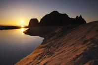 京都府 立岩の日没と竹野川