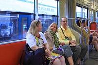 広島県 宮島 路面電車の中の外国人