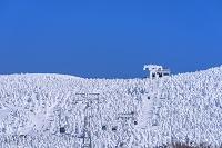 山形県 蔵王の樹氷とロープウェイ