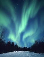 アメリカ合衆国 北極圏ユーコンに舞うオーロラ