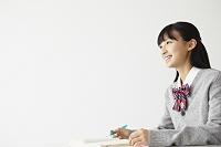 勉強する女子高校生