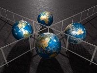 世界を隔てる赤いフェンス