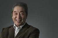 笑顔の日本人のシニア男性