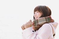 冬服で出かける女性