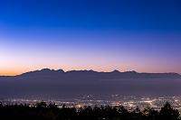 長野県 高ボッチから夕暮れの穂高連峰と北アルプス