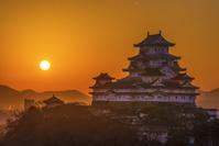 兵庫県 日の出と姫路城