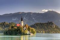 スロベニア ブレッド湖とユリアン・アルプス