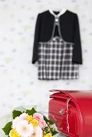 ランドセルと花束と入学式の衣装