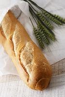 小麦の穂とフランスパン