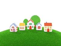芝生の丘の家並み