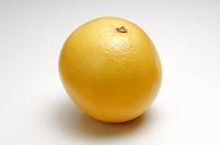 1個のグレープフルーツ