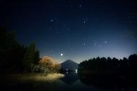 静岡県 田貫湖 富士に昇るオリオン座・ふたご座・木星・牡牛座...