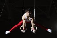 男子体操選手 つり輪