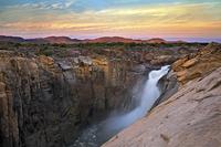 南アフリカ共和国 オーグラビーズ滝国立公園