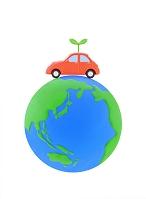 車と新芽と地球