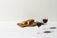 フランスパンと赤ワイン