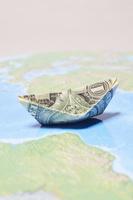 紙幣と地図