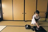 茶室の日本人女性