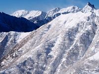 燕岳より表銀座コース(手前)を入れた槍ヶ岳と穂高岳を望む