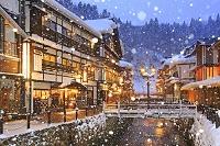 山形県 降雪の銀山温泉の夕景