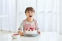 ケーキを作る女の子