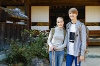 若い外国人カップルの観光客