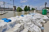 ハンガリー ブダペスト ドナウ川氾濫予防土嚢