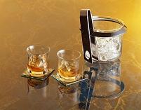 ウイスキーグラスとアイスペール